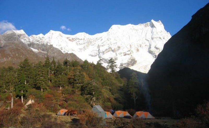 laya-gasa-trekking